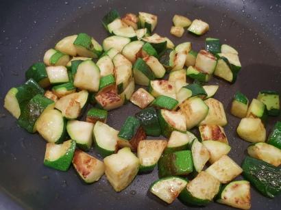 Quer durch den Garten Gemüsepfanne mit Hackfleisch / Zucchini anbraten
